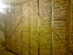 Medieval Oak Beams Brick Wall2